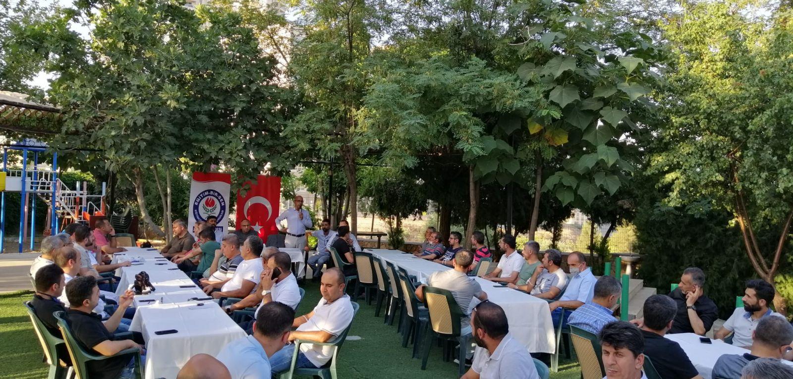 Artuklu ilçe işyeri temsilcileriyle yılsonu değerlendirme toplantısını gerçekleştirdik